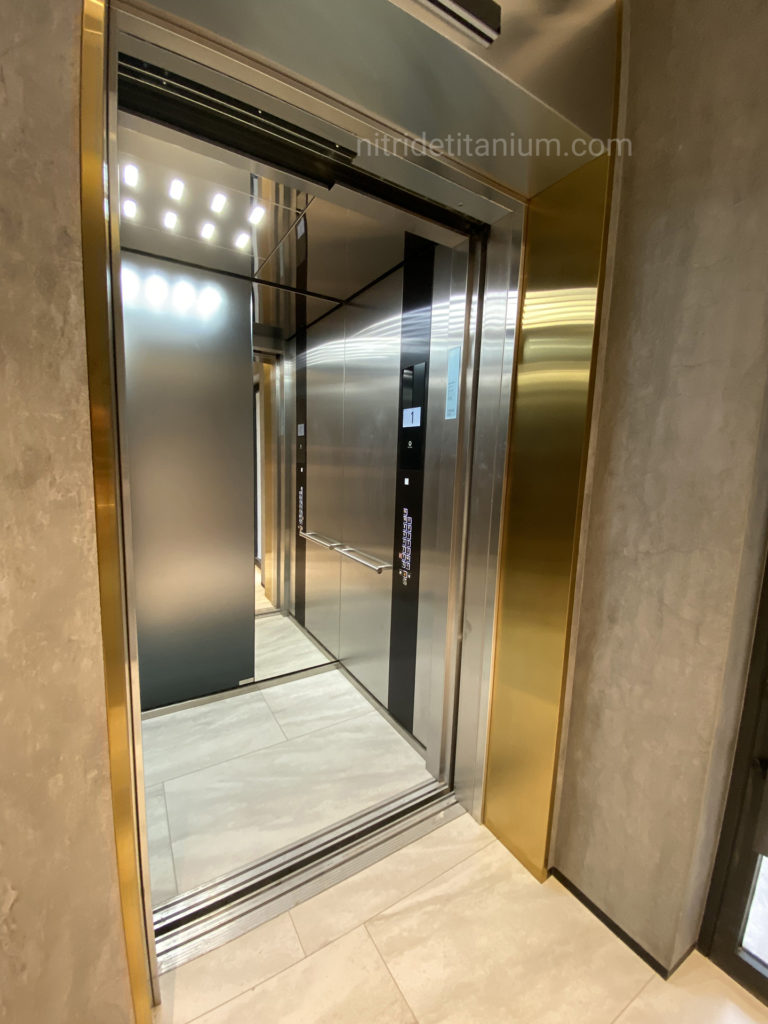 liftovoj-portal-s-zolotym-obramleniem